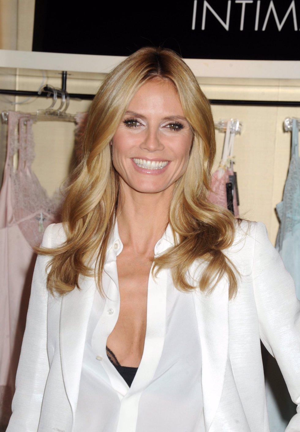 Heidi klum sexy y provocativa en su primera colecci n de for Ropa interior provocativa