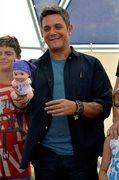 Alejandro Sanz con los niños del Hospital 12 de Octubre