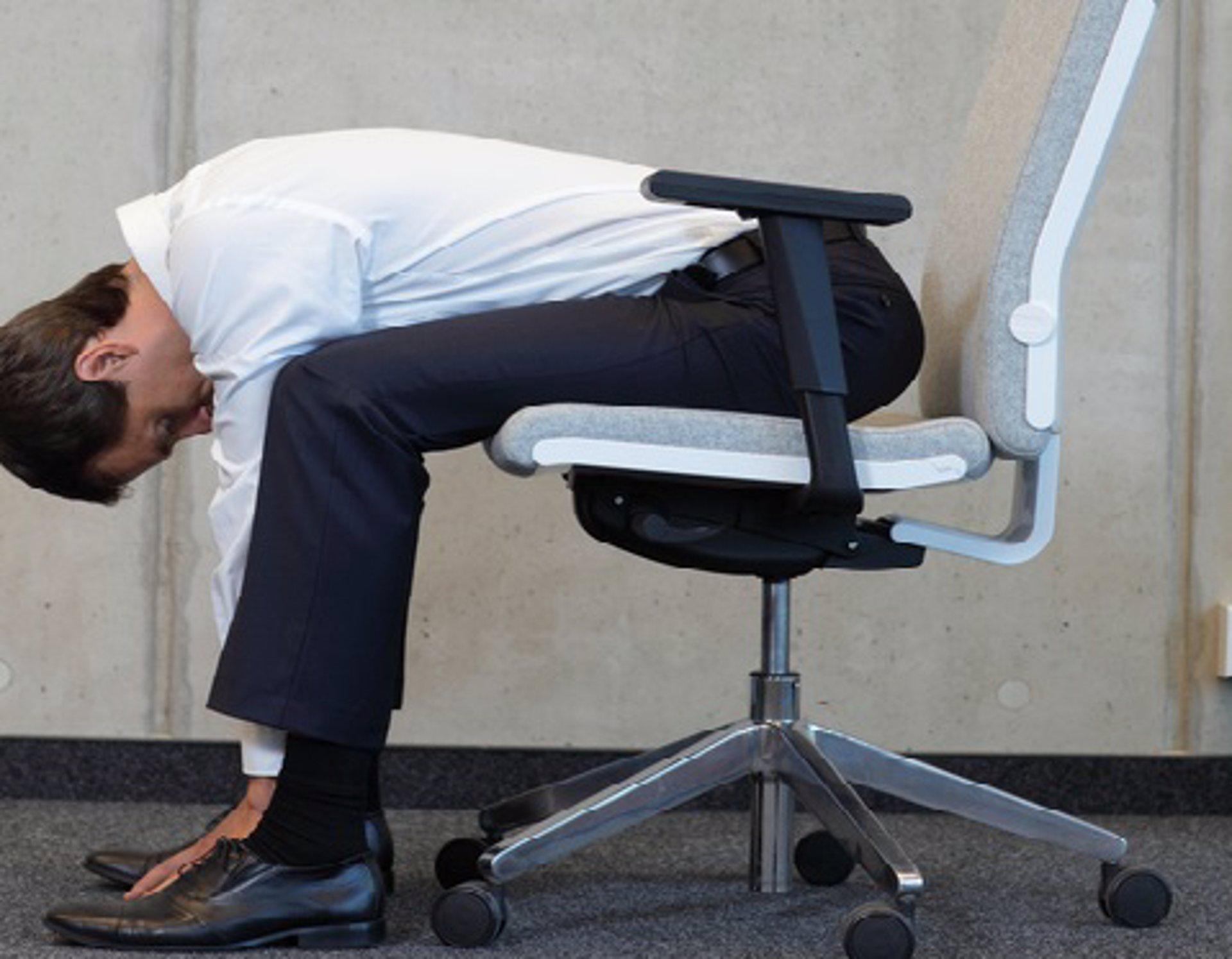 Estiramientos 6 ejercicios para la oficina for Estiramientos oficina