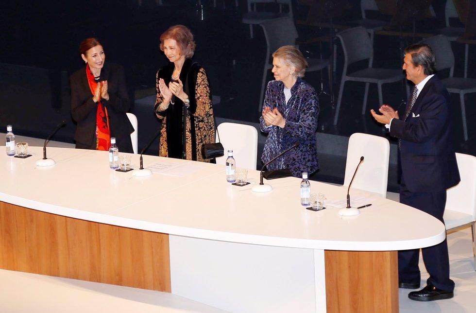 Imperor.net: Новости: аристократия, монархия, luxury, история Мать и тётя Короля Испании вручили ежегодные премии BMW в области живописи