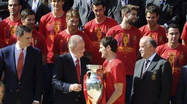 """Foto: El Rey, orgulloso: """"Si como jugadores sois buenos, como equipo sois formidables"""" (REUTERS)"""