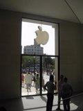 Las acciones de Apple retroceden un 4 por ciento a mínimo de cinco meses