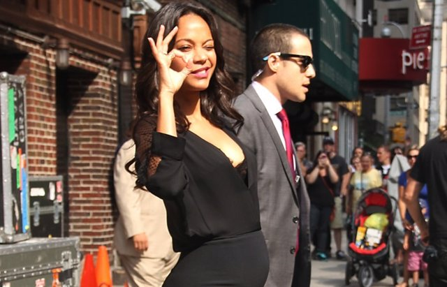 Foto: Zoe Saldana pasea feliz su incipiente barriguita de embarazada (ACTION PRESS)