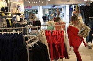 Foto: La talla 44, la más vendida en España (SUSANA VERA / REUTERS)