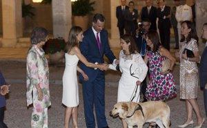 Foto: Los invitados más VIP al cóctel ofrecido por los Reyes Felipe y Letizia en Mallorca (RAÚL TERREL )