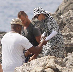 Foto: Madonna, y su particular look playero, disfruta de Ibiza con su hija Lourdes María (JOSÉ RUIZ)