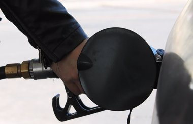Foto: Economía.- Gasolina y gasóleo suben hasta casi un 0,3% esta semana mientras se abaratan en la misma magnitud en Europa (EUROPA PRESS)