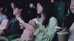 Foto: Cines chinos muestran mensajes del público en sus pantallas durante la película (YOUTUBE)