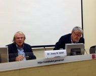 Josep Maria Gatell y Antoni Mateu explican un posible caso de Ébola