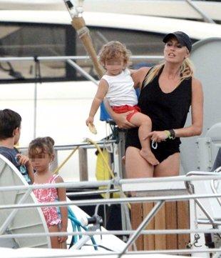 Foto: Carlos Moyá y Carolina Cerezuela, un perfecto día en familia (RAÚL TERREL )