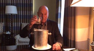 Foto: Patrick Stewart pone fin a la moda del Ice Bucket Challenge (ALS ICE BUCKET CHALLENGE)