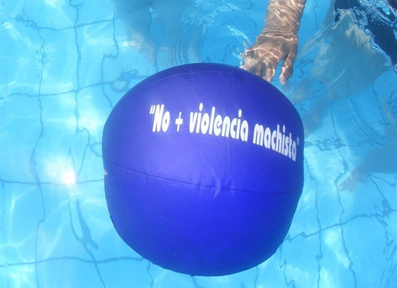 Las piscinas municipales de ejea acogen una campa a contra for Piscinas municipales palencia