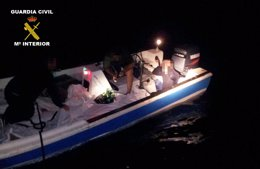 Foto: Interceptados 1.532 kilos de hachís en una embarcación en el río Piedras (EUROPA PRESS/GUARDIA CIVIL )