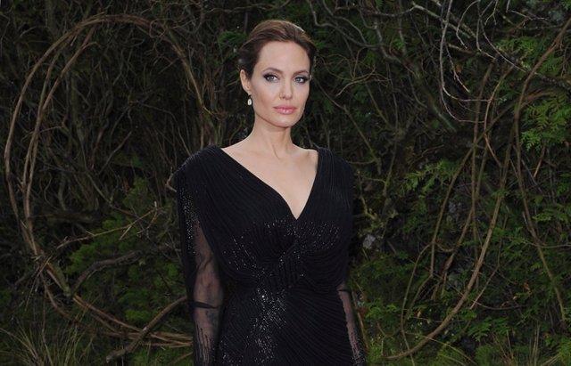 Foto: Los maléficos y solidarios zapatos de Angelina Jolie y Christian Louboutin (GETTY)