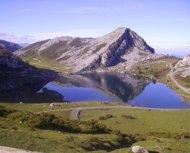 Vista de uno de los lagos de Covadonga