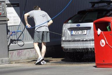 Foto: L'IPC interanual cau dues dècimes l'agost, fins al -0,5%, per les gasolines (EUROPA PRESS)