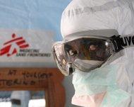 Trabajador de MSF en centro de tratamiento de ébola en Monrovia