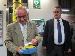 Foto: El Metro instala desfibriladores en cuatro estaciones (EUROPA PRESS)