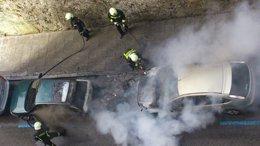 Foto: El incendio de una moto en San Martín provoca daños en dos coches (EUROPA PRESS)