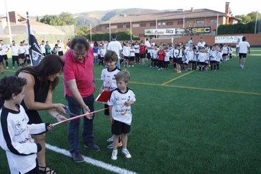 Foto: El campo fútbol de Cabezón estrena hierba artificial (GOBIERNO)