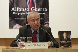 Foto: Alfonso Guerra alerta contra el renacimiento del comunismo y fascismo y pide un cambio a conservadores y socialistas (EUROPA PRESS)
