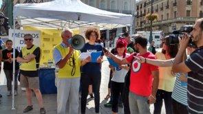 """Foto: Médicos del Mundo y Amnistía Internacional exigen una """"sanidad universal"""" en un acto en la Puerta del Sol (MÉDICOS DEL MUNDO, AMNISTÍA INTERNACIONAL Y RED AC)"""