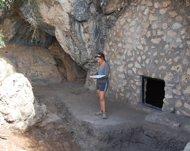 Escavaciones en la Cova de l'Or