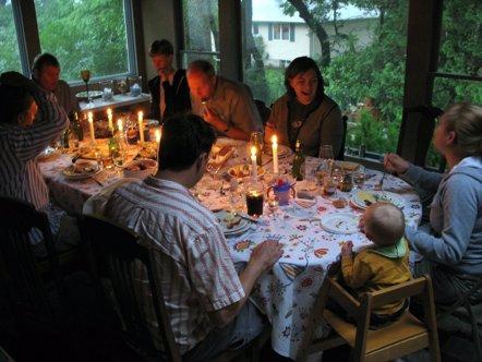 Foto: Cenar en familia es bueno para la salud mental del adolescente (FLICKR/ROBOTPOLISHER)