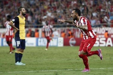 Foto: El Olympiacos endurece el camino del Atlético (YORGOS KARAHALIS / REUTERS)