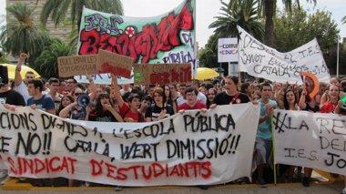 """Foto: Estudiantes valencianos cifran el seguimiento de la huelga en el 80% y reclaman ante Consejería """"condiciones dignas"""" (EUROPA PRESS)"""