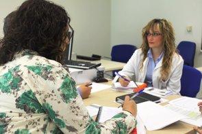 Foto: Los médicos de AP avisan de que algunos pacientes se quedarán sin baja laboral si el Gobierno no cambia la normativa (HOSPITAL DE TORREVIEJA)