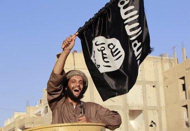 """Foto: Estado Islámico reclama a sus milicianos que maten a estadounidenses y europeos """"del modo que sea"""" (STRINGER . / REUTERS)"""