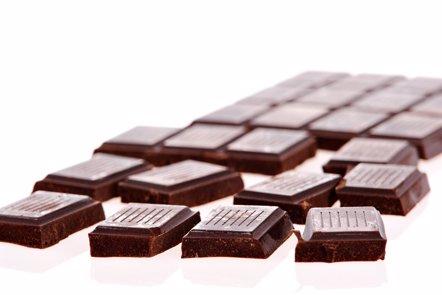 Foto: El 58% de los españoles toma chocolate y el 56% fruta para 'matar el gusanillo' (CEDIC)