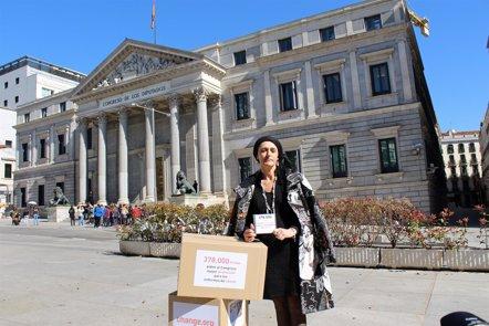 Foto: Paciente de cáncer entrega mañana en el Congreso 500.000 firmas para pedir la incapacidad permanente en estos casos (PLATAFORMA CHANGE.ORG )