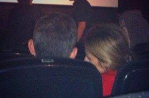 Foto: Don Felipe y Doña Letizia, escapada al cine en la 'sesión golfa' de Perdida (TWITTER )
