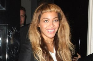 Foto: Beyoncé y su cambio de look... ¿no muy acertado? (CORDON PRESS)