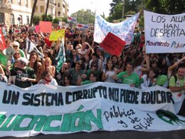 Foto: Estudiantes inician huelga general de 72 horas contra los recortes (EUROPA PRESS)