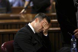 Foto: Oscar Pistorius, condenáu a cinco años por matar a la moza (REUTERS)