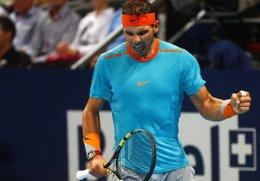 Foto: Nadal se pasea ante Herbert en Basilea (REUTERS)