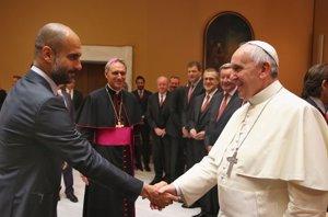 Foto: Al Papa Francisco I, le gusta el fútbol y recibió a Guardiola (CORDON PRESS)