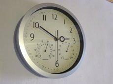 Foto: El rellotge s'endarrerirà una hora diumenge a la matinada i a les tres seran les dues (EUROPA PRESS)