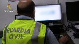 Foto: Detenido un monitor deportivo por corrupción de menores y ciberacoso mediante 'grooming' (GUARDIA CIVIL)