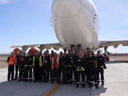 Foto: Los bomberos reciben formación en el Aeropuerto (DPT)