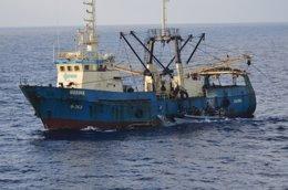 Foto: Abordan un pesquero marroquí que faenaba en aguas canarias (CEDIDA)