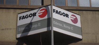 Foto: Extrabajadores de Fagor Electrodomésticos  manifiestan en Mondragon (EUROPA PRESS)
