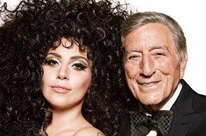 Foto: Lady Gaga y Tony Bennet prestan su voz a H&M en Navidad (TWITTER/@H&M )