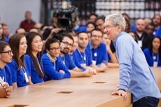 "Foto: Tim Cook (Apple) surt de l'armari: ""Estic orgullós de ser gai"" (CHARITY BUZZ )"