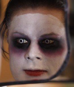 Foto: Ideas para maquillarse en Halloween: Catrinas, novia cadáver, Maléfica... (REUTERS)