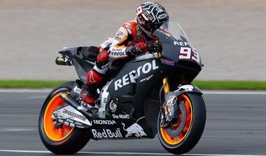 Foto: Márquez ya vuela con su Honda de 2015 y lidera el cierre de los 'test' en Cheste (REPSOL MEDIA SERVICE)