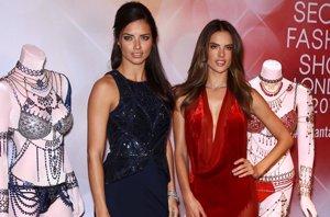 Foto: Adriana Lima y Alessandra Ambrosio exhiben la fantasía multimillonaria de Victoria's Secret (CORDON PRESS)